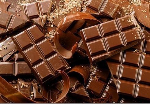 Безработный тайно вынес измагазина 63 шоколадки