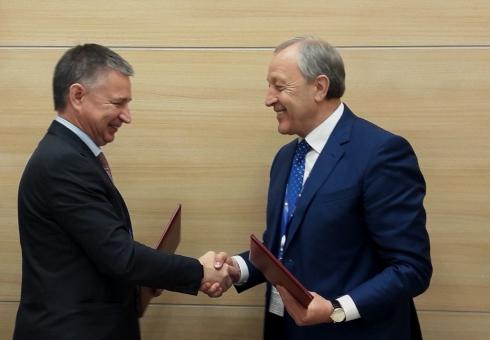 Саратовский губернатор подписал соглашение сруководителем ПАО «Интер РАО»