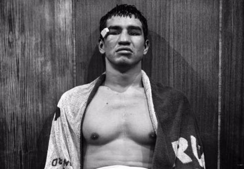 Боксер Артем Чеботарев одержал победу третий бой напрофессиональном ринге