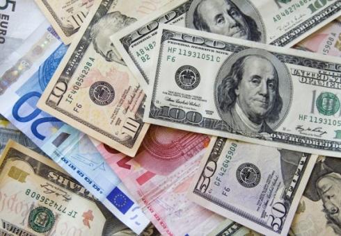 Официальный курс доллара опустился до65,07 рубля