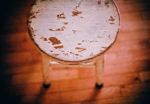ВДень трезвости после застолья мужчина забил любовницу насмерть деревянным стулом