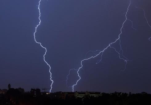 МЧС: ВАлтайском крае всреду ожидаются дожди, грозы иветер