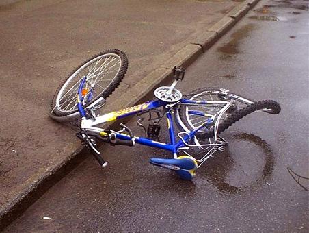 ВСаратове под колесами авто оказались двое молодых велосипедистов
