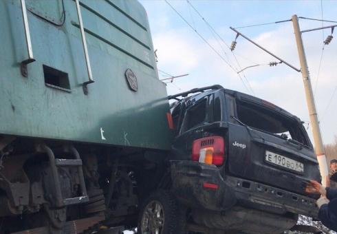 Два человека погибли вДТП сгрузовым поездом вСаратовской области
