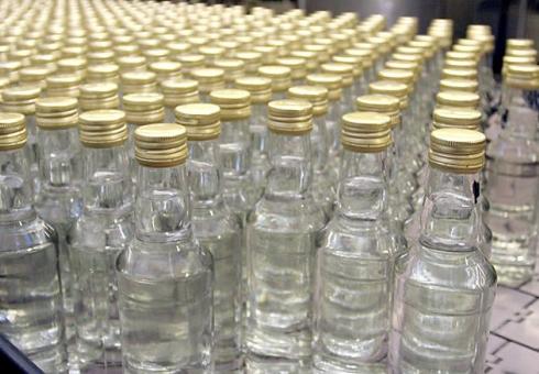 Продавец и супруг хозяйки магазина осуждены засбыт некачественного алкоголя