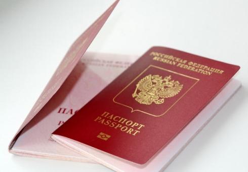 Владимир Путин поручил руководству обеспечить выдачу биометрических загранпаспортов вовсех МФЦ