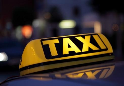 ВСаратове пассажиры избили таксиста, требовавшего оплатить проезд