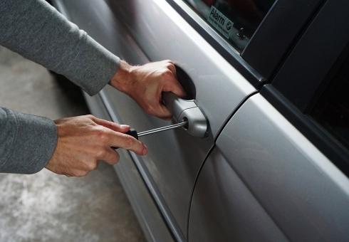 Молодые люди воспользовались оставленными ключами иугнали «ВАЗ»