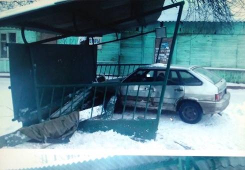 ВСаратовской области автомобиль въехал востановку, пострадали ребенок ипенсионерка