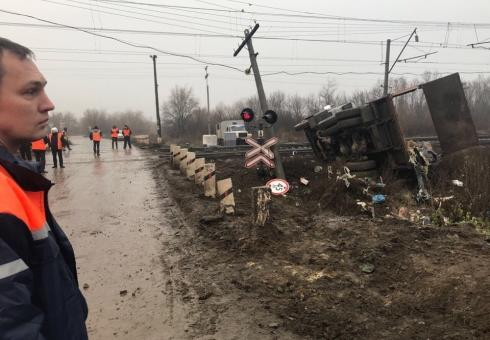 ВСаратовском районе столкнулись «КамАЗ» ипоезд