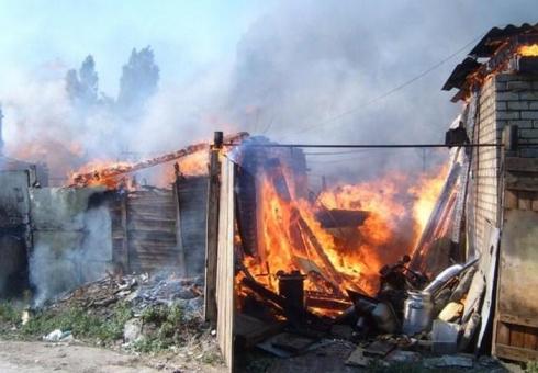 Пожарные тушили гараж идом на2 хозяев
